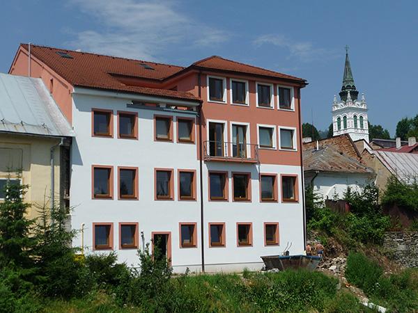 Zateplenie fasády polyfunkčného domu - Pekáreň u Flosníkov, Brezno